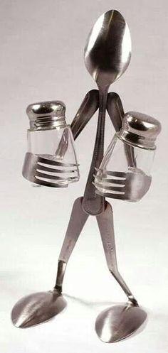 Riutilizzare delle posate per creare l'omino del sale e del pepe!