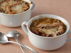 French Three-Onion Soup : Food Network Kitchen took the best part of this classic soup — all the sweet caramelized onions — and left behind all the fat. Onion Soup Recipes, Healthy Soup Recipes, Cooking Recipes, Cooking Food, Onion Soups, Salad Recipes, Chicken Recipes, Korma, Biryani