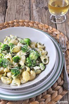 Κοχύλια με μπρόκολο & σάλτσα τυριών / Pasta shells with gorgonzola & broccoli Greek Recipes, Pasta Recipes, Pasta Salad, Broccoli, Potato Salad, Salads, Chicken, Meat, Baking
