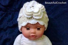 Ich biete diese handgemachte süsse Häkelmütze für Babies oder Kinder an. Ideal für die Neugeborenen oder Baby-Kinderfotografie. Erhältlich in allen Grössen und Farben. Material Baumwolle, Acryl und Holzknopf. Bitte geben Sie mir den Kopf Durchmesser des Kindes an oder das Alter in Monaten. Selbst Boutique Design, Alter, Craft Supplies, Material, Crochet Hats, Etsy, Trending Outfits, Handmade Gifts, Vintage