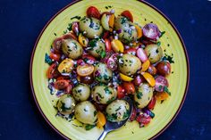 <em><strong>Tomato- and potato salad recipe in english at the bottom of this page👇🏾</strong></em>...