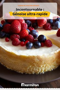 This Creamy Mascarpone Cheesecake is just stunning, not too sweet and with the mascarpone it becomes very light and super creamy. We topped ours with some berries, but you could add whatever you wanted on top! Tiramisu Cheesecake, Dessert Sauces, Dessert Recipes, No Bake Desserts, Delicious Desserts, Slow Cooker Bread, Cake Factory, Fudge Sauce, American Traditional