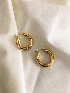 Tiny Gold Hoop Earrings, Gold Earrings Designs, Stud Earrings, Chandelier Earrings, Golden Earrings, Earings Gold, Golden Jewelry, Ear Jewelry, Dainty Jewelry