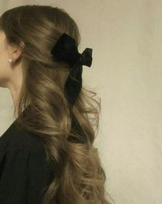 half up half down hair with bow - half up half r-halb hoch halb runter Haare mit Schleife – halb hoch halb runter Haare mit Schl… half up half down hair with bow – half up half down hair with bow – – – # Cream cheese lemon bar - Hair Inspo, Hair Inspiration, Fashion Inspiration, Aesthetic Hair, Aesthetic Black, Aesthetic Fashion, Dream Hair, Hair Day, Pretty Hairstyles