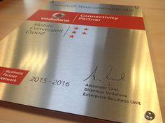 Trots, als een pauw! Vanaf vandaag mogen wij ons voor mobiel, vast en cloud Connectivity Partner van Vodafone noemen! Wij hebben uit naam van Alexander Saul, Directeur van Vodafone, deze nieuwe partnerstatus ontvangen. #trots #vodafone #connectivitypartner #overhoff #mobiel #vast #cloud