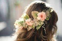 Foto de Hat2Toe - http://www.bodas.net/articulos/5-consejos-para-lucir-una-corona-de-flores--c2440