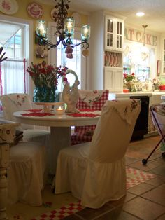 Cottage style kitchen and dining Red Cottage, Cottage Living, Cozy Cottage, Cottage Style, Farmhouse Style, French Cottage, French Country Kitchens, French Country Style, French Country Decorating