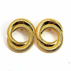 Avon Sculptured Swirl earrings from Retro contemporary classic link design in gold tone finish. Heart Jewelry, Jewelry Gifts, Fine Jewelry, Teardrop Earrings, Stud Earrings, Ring Necklace, Bracelet, Vintage Costume Jewelry, Vintage Jewelry