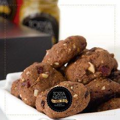 Crujientes y deliciosas galletas con el sabor característico de mi #TortaNegra ¡Cada mordida, una experiencia única!  #SoyLaTíaBlanca