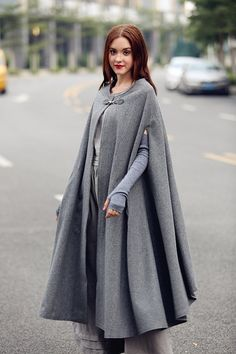 maxi wool cape in winter. fully lined. soft and beautiful. a zipper button on the fastening flattering dress bottom strong sense of presence This design belon Maxi Wool Cape in Grey Gray Cashmere Cloak coat Bing Swing Women S Fashion Dresses Wholesale wiz Wool Poncho, Wool Cape, Cape Coat, Cashmere Poncho, Cape Jacket, Look Fashion, Hijab Fashion, Winter Fashion, Fashion Dresses