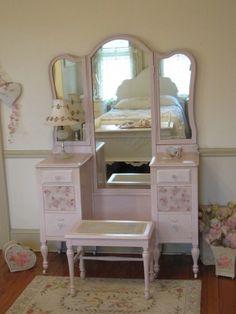 1000 Ideas About Antique Makeup Vanities On Pinterest Makeup Vanities Van