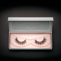 With its unique combination of criss-cross and straight strands, these gorgeous mink lashes offer a balanced yet ultra-sexy look.