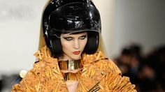 hot-shot-blonds-motorcycle-helmet.jpg (1200×675)