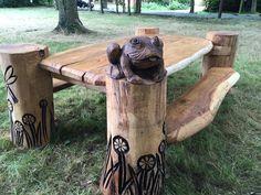Hound Greens picnic bench