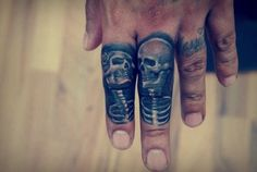 don't see many finger tattoos, this one is well done