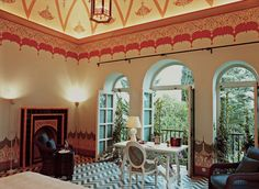 #excll #дизайнинтерьера #решения Отель Palazzo Margherita расположен в Бернальда, небольшом городе вблизи Ионического моря в южной Италии. Этот город —  родина Агостино Копполы, дедушки известного режиссера Фрэнсиса Форда Копполы (Francis Ford Coppola).