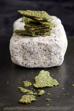 Raw Avocado and Golden Flax Crackers recipe and video by The Nourished Caveman seed crackers Raw Vegan Recipes, Low Carb Recipes, Cooking Recipes, Vegan Food, Freezer Recipes, Freezer Cooking, Drink Recipes, Cooking Tips, Healthy Snack Options