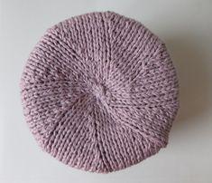 bonnet-de-lou-6 Baby Hats Knitting, Easy Knitting, Loom Knitting, Knitted Hats, Crochet Baby, Knit Crochet, Butterfly Cross Stitch, Crochet Winter, Girl With Hat