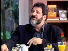 O filósofo Mario Sergio Cortella fala sobre politizar-se Você é idiota ou é político?