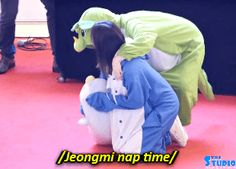 Jeongyeon and Mina 😍😍 Nayeon, Twice Jyp, Dahyun, Be A Nice Human, Cute Gay, One In A Million, Girls Generation, Korean Girl Groups, Memes