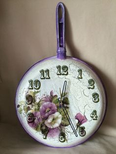 Decoupage Art, Decoupage Vintage, Home Crafts, Diy And Crafts, Arts And Crafts, Magazine Crafts, Shabby Chic Crafts, Diy Clock, Paint Colors For Living Room
