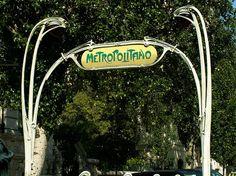 ACESSO GUIMARD, Picoas, Lisbon, Portugal. http://en.wikipedia.org/wiki/Hector_Guimard | Photo: © 2005 Jaime Silva @ Flickr. http://www.flickr.com/photos/20792787@N00/72097888