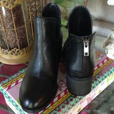STEVE MADDEN ANCKLE BOOTS-SIZE 6M NEWW-NEVER BEEN WORN-NO BOX Steve Madden Shoes Ankle Boots & Booties