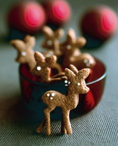 Reindeer gingerbread cookies are an adorable way to celebrate and create edible decoration this holiday season. Best Christmas Desserts, Holiday Cookie Recipes, Christmas Goodies, Holiday Treats, Holiday Fun, Holiday Cookies, Cookie Ideas, Noel Christmas, Christmas Baking