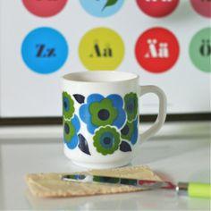 http://deco-graphic.com/7142-thickbox_default/mug-lotus-bleu-arcopal-vintage.jpg