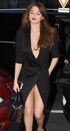 Selena Gomez So Sweet & Sexy. Selena Gomez Fashion, Selena Gomez Outfits, Selena Gomez Pictures, Selena Gomez Style, Sexy Outfits, Selena Gomez Black Dress, Selena Gomez 2019, Stylish Outfits, Beautiful Celebrities