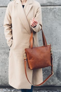 hustle & hide // the ren leather tote in cognac Tote Backpack, Messenger Bag, New Outfits, Casual Outfits, Orange Purse, Cute Handbags, Work Bags, Everyday Fashion, Everyday Outfits