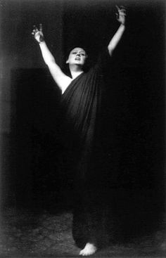 Isadora Duncan (grayscale) - Isadora Duncan - Wikipedia