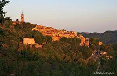Le village sous un soleil couchant Le Village, Monument Valley, Places Ive Been, France, Nature, Travel, Drill Bit, Sun, Naturaleza