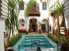 The pool in this road is dreamy. Riad Marrakech, Arabic Decor, Patio, Pool Houses, Atrium, Location, Beach House, Beautiful Places, Villa