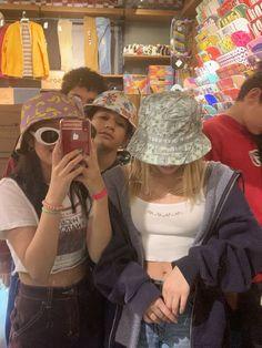 play date 🧸 - Bff Pictures Cute Friend Pictures, Friend Photos, Shooting Photo Amis, Fotografia Retro, Best Friend Fotos, Foto Fashion, Fashion Tips, Indie Kids, Cute Friends