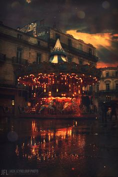 Reminds me of the Marches de Noel en France Circus Aesthetic, Night Circus, Painted Pony, Merry Go Round, Art Textile, Carousel Horses, Art Design, Art Photography, Scenery