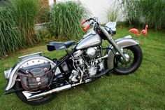 Whats with those grip's ? Old Motorcycles, Harley Davidson Motorcycles, Old Skool, Cool Bikes, Cool Cars, Badass, Old Things, Classic, Vehicles