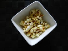 When you think of the Tefal Actifry, popcorn probably would be the last thing you would think about cooking in it. Popcorn is actually very good for you (minus all of the butter) it's a deli… Tefal Actifry, Gourmet Recipes, Snack Recipes, Cooking Recipes, Healthy Recipes, Healthy Snacks, Popcorn, Recipe For Mom, Air Fryer Recipes