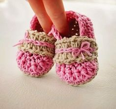 Crochet pattern for Alana Flats: sizes 0-3 years included in the pattern! #susiejcrochet