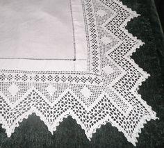 """VINTAGE CROCHET LACE EDGED LINEN TABLE CLOTH 46"""" BY 42"""" letter R uk.picclick.com"""
