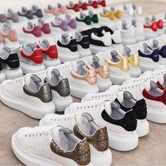 Alexander McQueen Source by shaneaurea mcqueen shoes Alexander Mcqueen Sneakers Women, Alexander Mcqueen Shoes, Sneakers Fashion, Fashion Shoes, Nike Air Shoes, Hype Shoes, Nike Outfits, Dream Shoes, Trendy Shoes