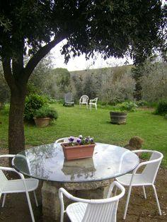 A garden in Tuscany: agriturismo Polveraia, in San Gimignano
