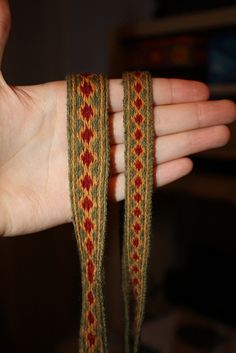 Anglo-Saxon tablet weaving by mirth_matter. Split pack style