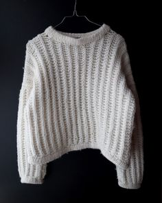 Knit cardigan Size xs UK 8-10 US 6-6 with 1 pleats 4 buttons white