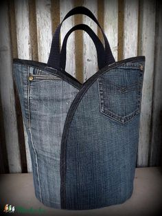 These would make sturdy shopping bags. Estilo Jeans, Denim Ideas, Denim Crafts, Recycle Jeans, Boho Bags, Recycled Denim, Patchwork Bags, Denim Bag, Handmade Bags