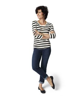 Fab outfit for daytime in London.  Pop into a pub, grab a beer and share some fish n chips maybe?  Denim Gets Haute – Classic Slim #SoSlimming #DenimDays #chicos