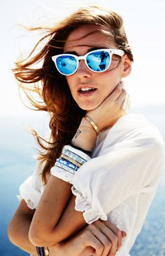 7 cool ways to wear mirrored sunglasses like these on The Blonde Salad's Chiara Ferragni.