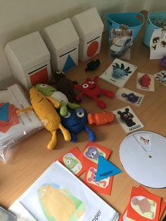 "Materialer til ""enkel grammatik"" karlstad modellen Speech Therapy, Dinosaur Stuffed Animal, Toddler Bed, Preschool, Kids Rugs, Education, Toys, Animals, Home Decor"