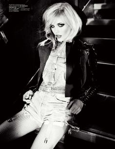 Model Ashley Smith, photographer Ellen von Unwerth for Vogue, Turkey, March 2011