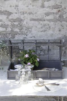 Jeanne d Arc White Decor, Shades Of Grey, Decoration, Vintage Decor, Table Settings, Shabby Chic, Interior Design, Live, Outdoor